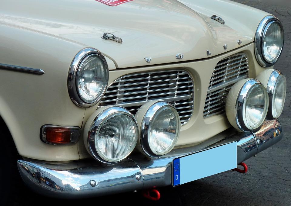 Zakup samochodu zabytkowego – plusy iminusy