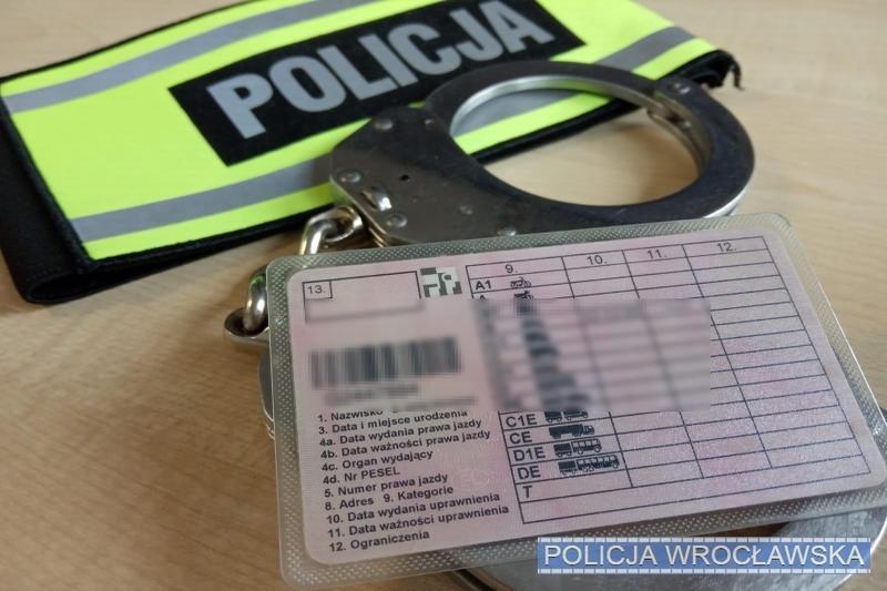 Okazał policjantom fałszywe prawo jazdy