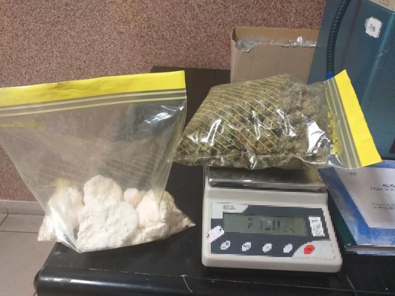 Unoszący się zapach narkotyków doprowadził policjantów